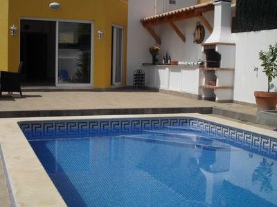Enjoy the OutdoorLlife -BBQ by the Pool