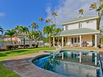 Kahala Estate Upscale Cottage, tennis court, 100 Ft to Beach, great location