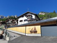 The apartment is beutiful, set in a lovely village in a wonderful valley. It is well equipped.