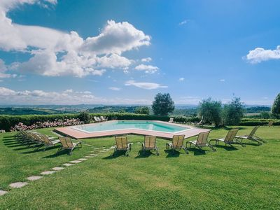 Photo for Lovely apartment for 4 people with A/C, WIFI, pool, TV and parking, close to San Gimignano