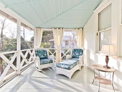 Historic Pet-Friendly Beach Cottage, Quiet Neighborhood Perfect for biking, Near