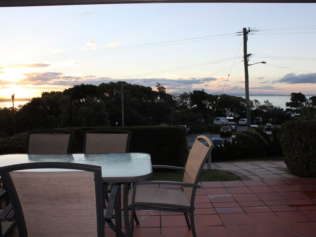10 130 lighthouse rd byron bay james cook apartments for Balcony byron bay menu