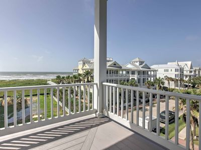 Luxurious Galveston Home w/ Balconies & Beach View