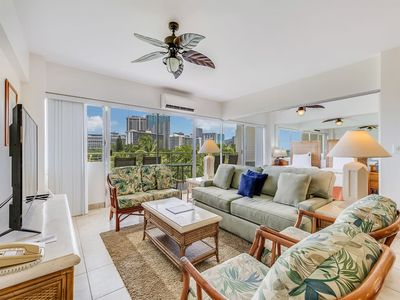 Ideal for Family/Friends! Open Kitchen, Free WiFi, Washer/Dryer–Waikiki Shore #506