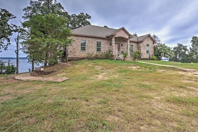 Plan your next family trip to this beautiful lakefront abode!