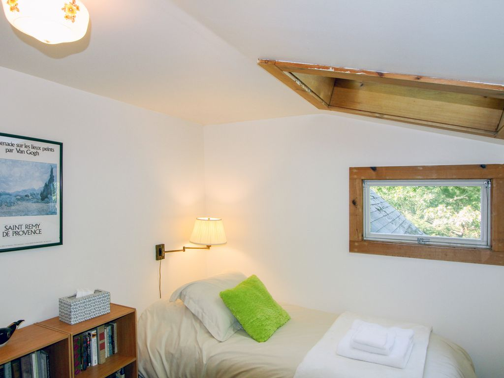 4BR Peaceful Home in the Woods – Close to Craigville Beach ...
