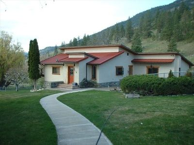 Photo for 3BR House Vacation Rental in oliver, bc