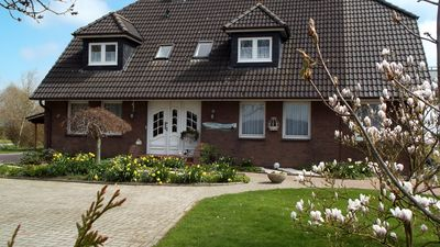 Photo for Beautiful apartment, 2 km from the old fishing village of Neuharlingersiel