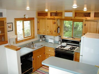 Fully equipped, modern kitchen w/ dishwasher, microwave, coffee maker, toaster