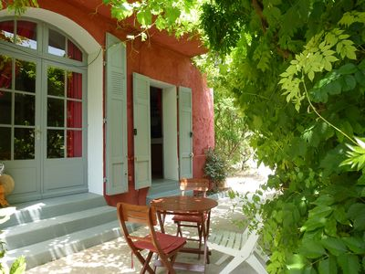 Photo for Charming house and outbuilding in a natural garden in Provence