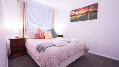 Second bedroom with queen sized bed, royal hilton linen is supplied.