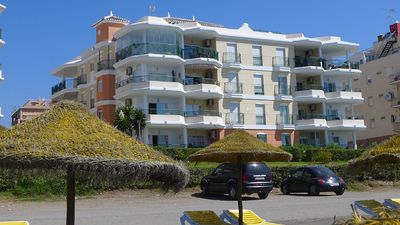 Photo for Beach Front Apartment, Sea Views & Rooftop Pool, Free unlimited Wifi &