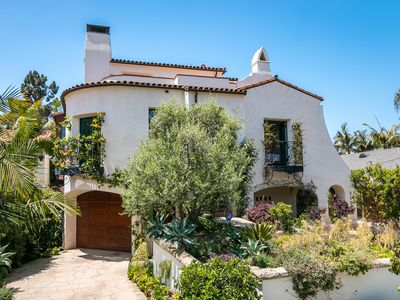 Luxe 2BR/2BA in Funk Zone - Outdoor Kitchen, Mountain View, 2 Blocks to Beach