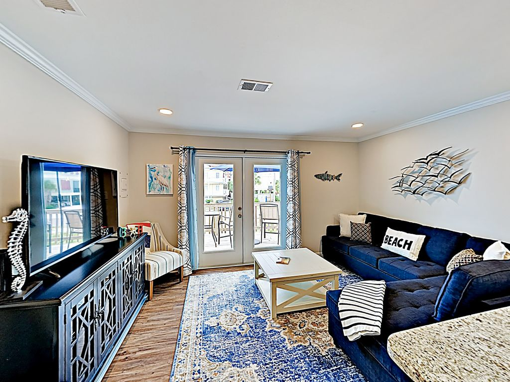 New Listing Remodeled Duplex In Walkable Locale 2