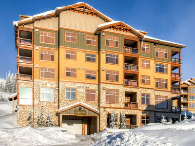 Photo for Aspens 607 top floor luxurious condo in Big White
