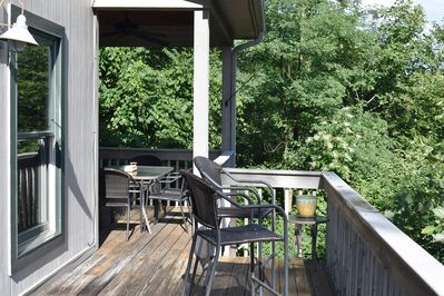 Rear Deck - Outdoor Rear Deck - Dining Table Seats 6
