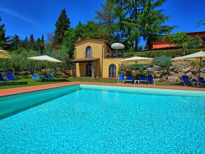 Photo for Lovely apartment with pool, WIFI, TV, panoramic view and parking, close to San Gimignano