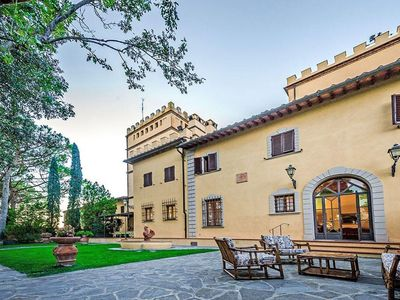 Photo for Spacious Villa Dei Granai  apartment in Florence with WiFi & private parking.