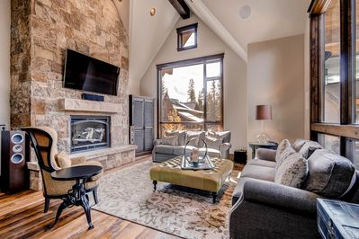 Living room amenities include gas fireplace, large flat screen TV & Sonos system