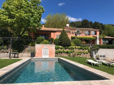 Photo for Luxury villa with pool in Provence
