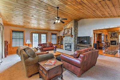 Welcome to 'Bear Tooth Lodge,' a vacation rental cabin in Sevierville!