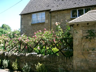 Photo for Delightful stone cottage in the heart of Chipping Campden