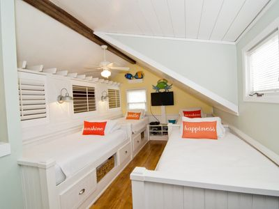 Photo for Tarpon Pond Cottage, Sleeps 8, Amenity Cards Available, cool sleeping loft