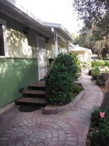 Sonoma Creek Cottage Front Walkway