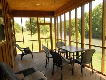 Two Bedroom Cabin On The Edge On The Beautiful Spring River