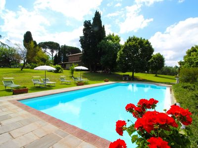 Photo for Wonderful private villa with private pool, TV, pets allowed and parking, close to Cortona