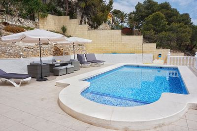 Privat swimmingpool with sunbeds and chill area