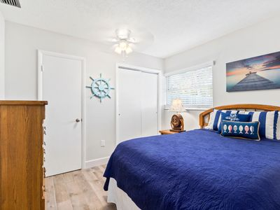 New Listing! Adorable Updated Unit! 5 Minutes to the Beach!! Quaint Area!