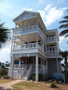 Photo for Gorgeous waterfront mini mansion on Sparkling basin and gulf front!