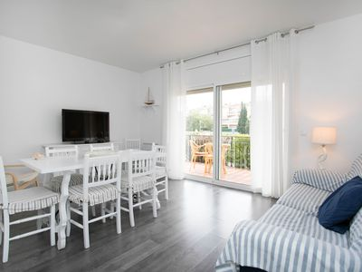 Photo for Beautiful renovated maritime apartment on the Costa Brava