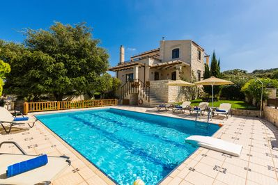 Overview of the villa - offering full privacy!
