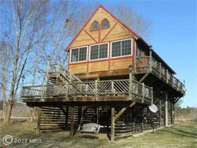Pet freindly cabin 50 yds to private river access. Close to major attractions.