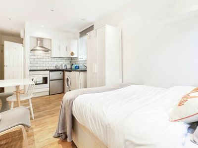 Photo for Lovely, Modern 1Bed, 1Bath Studio Apt. West London
