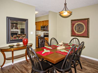 Walk-in, 2 BR, Downtown Pigeon Forge, Sleeps 6, Jacuzzi