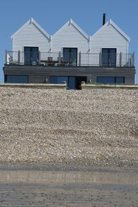Twitterings - A Stunning New Beach House On The Sea Front At West  Wittering  - West Wittering