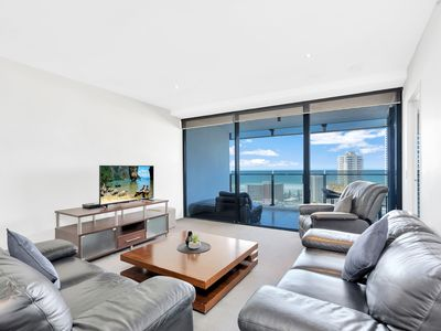 Photo for ♦️ Circle on Cavill – 1 Bedroom + study Ocean