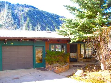 Large home in E. Aspen's Mountain Valley subdivision near free shuttle bus stop