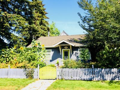 Cricket Cottage! Steps to Manitou Beach!