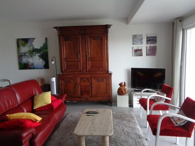 Photo for 15 minutes walk from the old port, bright apartment, quiet between city and nature