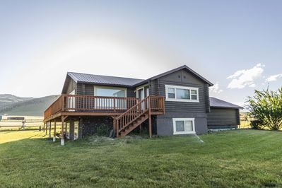 Lovely home in the Gravelly Mountain foothills, close to the river and mountains