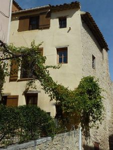 Photo for Cosy cottage in the middle of the tranquil Saint-Saturnin-lès-Apt