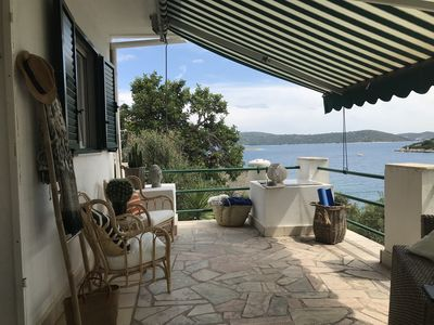 Photo for Seaside house for 4-5 persons with private jetty 35 minutes from Split Airport.