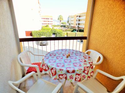 Photo for 2 bedrooms in the heart of the seaside resort, residence with pool, sandy beach