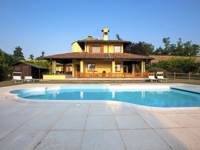 Photo for Detached villa with pool within a farm ground, in quiet hillside