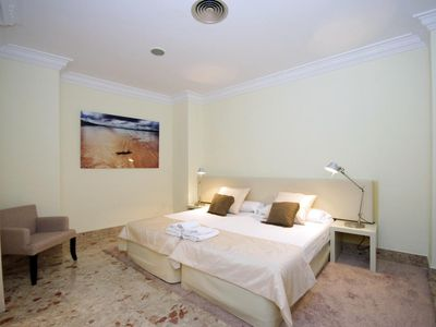 Photo for 1 Bedroom Apartment. 3 PAX. Catedral. Valencia. CAT 11