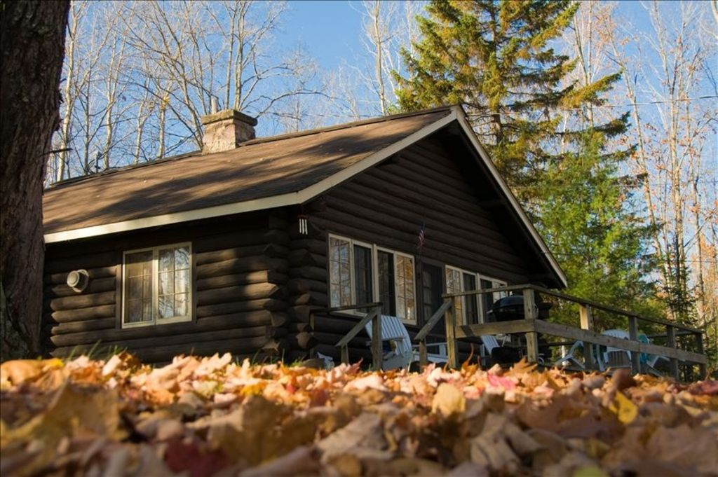 Cozy log cabin rental chassell upper peninsula michigan for Cozy cabins rentals